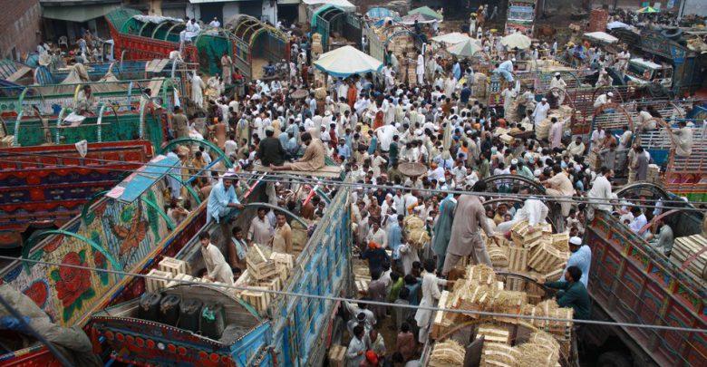 Bomba in un mercato in Pakistan: almeno 16 morti