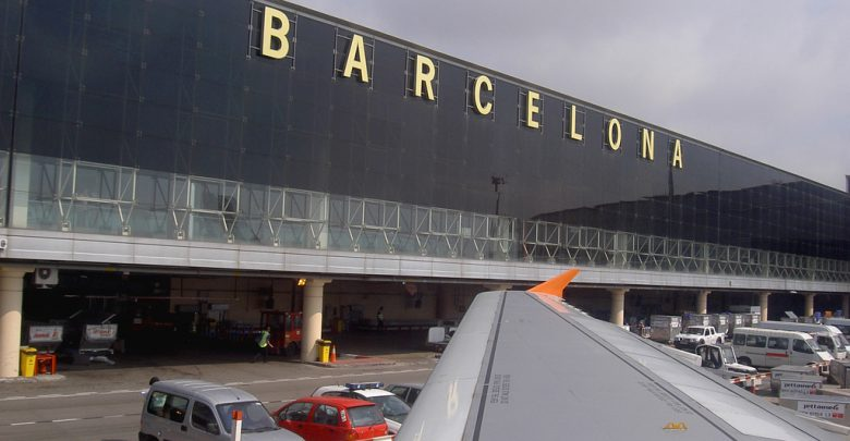 Precipita tetto aeroporto, italiano muore a Barcellona