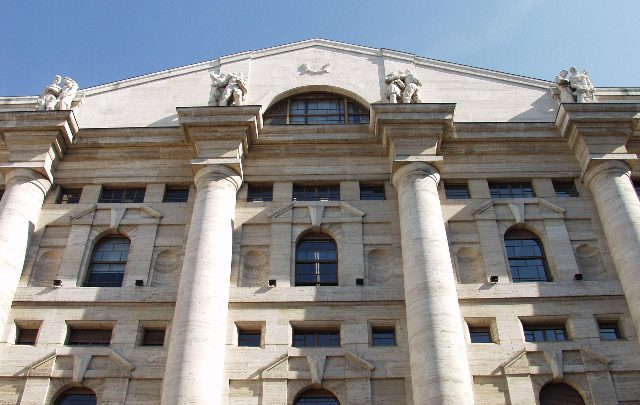 Borsa Milano in lieve rialzo, cala Tod's, bene Maire Tecnimont