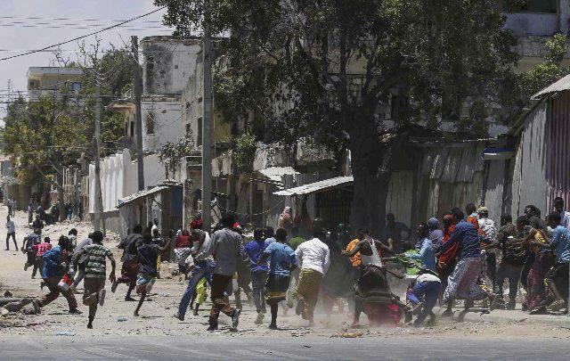 Mogadiscio, autobomba esplode davanti a un ristorante: 11 morti