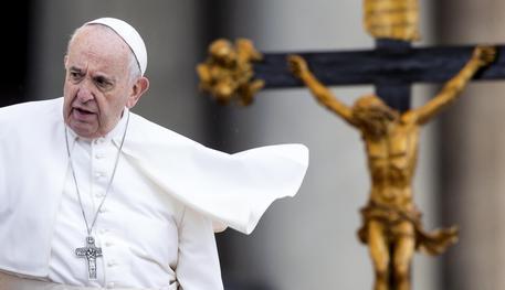Migranti, Papa: il Mediteranneo si sta convertendo in cimitero