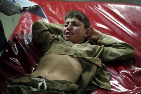 Afghanistan, bomba durante la preghiera: strage in moschea