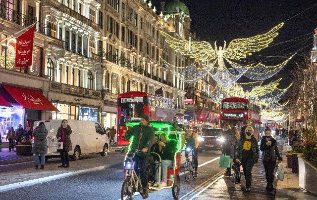 Covid, Londra arrivano restrizioni per Natale, ritorna zona rossa