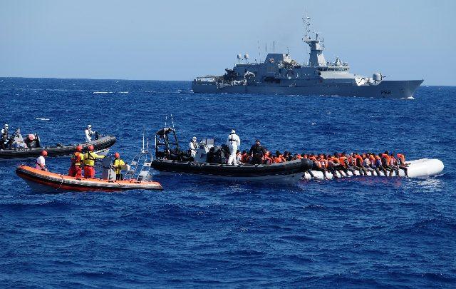 Migranti soccorsi nel Mediterraneo. Foto ANSA
