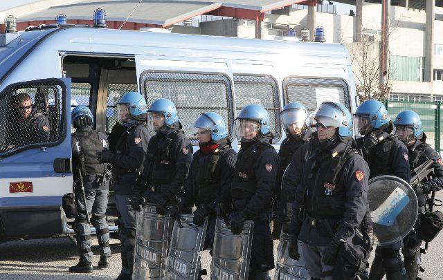 Forte tensione con le forze dell'ordine. Foto ANSA