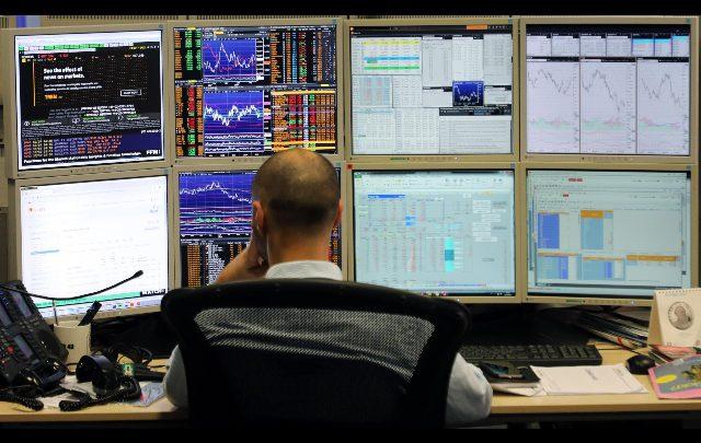 Contrattazioni di Borsa. Foto ANSA