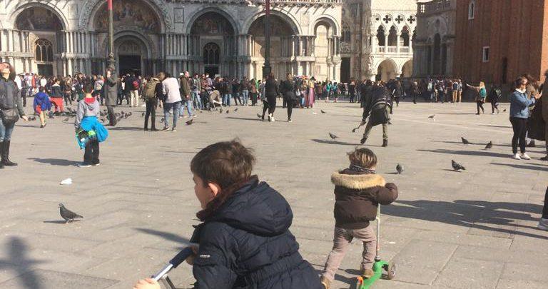 Venezia, multato bambino su monopattino in Piazza San Marco