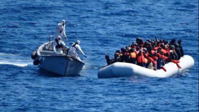 Difficile salvataggio in mare. Foto ANSA