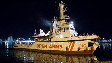 Open Arms, la nave che ha salvato oltre 300 migranti andrà in Spagna