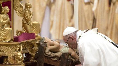 Natale, l'omelia del Papa contro egoismi e ingordigia