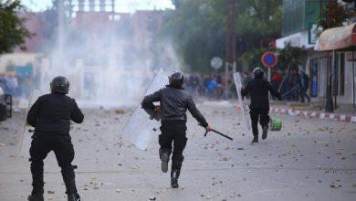 Tunisia, reporter si uccide dandosi fuoco