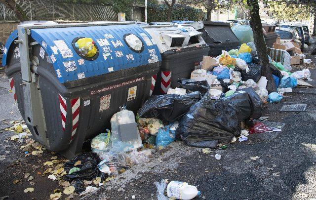 Emergenza rifiuti a Roma. Foto ANSA