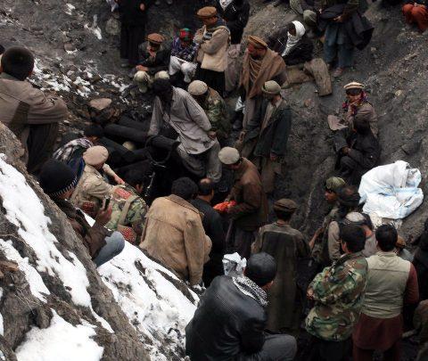 Birmania, minatori travolti dal fango