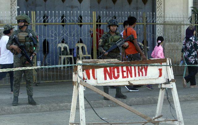 Filippine, attentato davanti a una chiesa