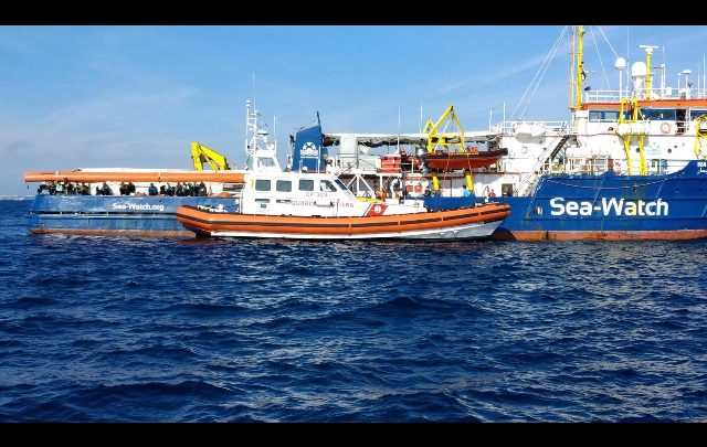 La Sea Watch va a Catania