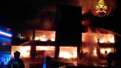 Incendio a Varedo. Foto: Facebook / Comando Provinciale Vigili del Fuoco Milano