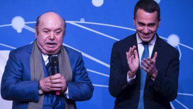 Luigi Di Maio con Lino Banfi durante l'evento del M5s. Foto ANSA