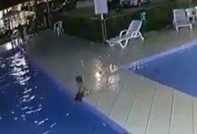 VIDEO - Un bambino ha rischiato di annegare in piscina: vivo per miracolo