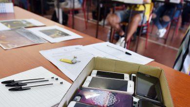 Cellulari a scuola. Foto ANSA