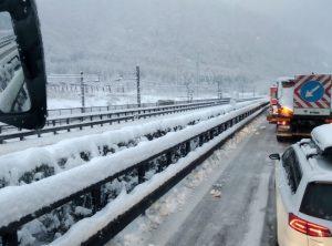 Brennero, odissea nella neve sulla A22