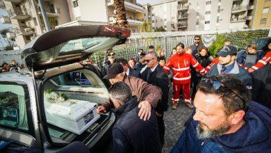 Bimbo ucciso a Cardito, commozione e rabbia ai funerali