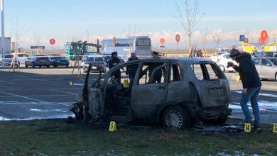 Vercelli, Sperona e dà fuoco all'auto dell'ex