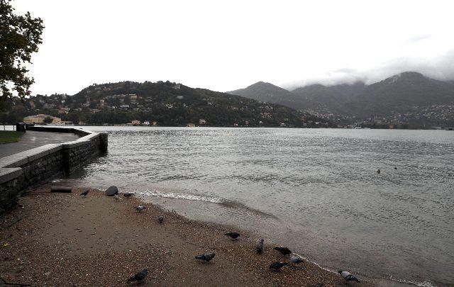 Ultraleggero precipita nel Lago di Como