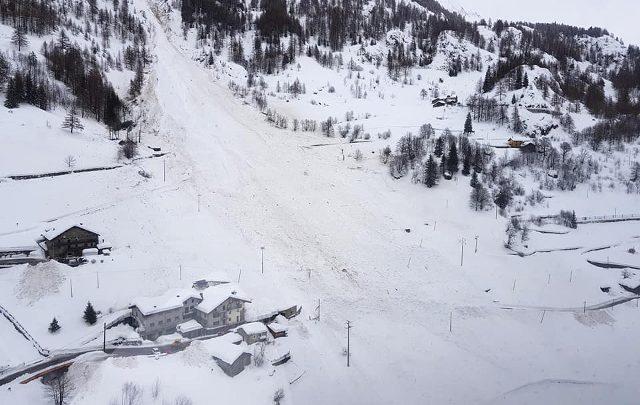 Una valanga ha investito cinque escursionisti in Trentino