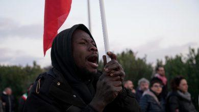 Milano, manifestazione contro il Decreto sicurezza: migranti e manifestanti illustrano le loro motivazioni. Foto ANSA