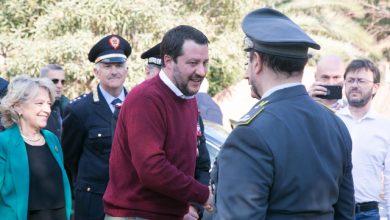 Cagliari, Salvini consegna ai Carabinieri una villa confiscata. Foto ANSA