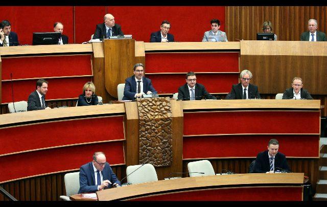 Il consiglio regionale del Trentino Alto Adige ha eletto, ieri sera, la nuova giunta regionale, allargata da 5 a 6 membri