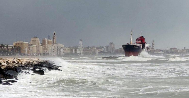 ravenna, corpo donna in mare
