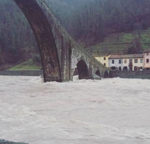 Maltempo in Toscana, esonda il Serchio