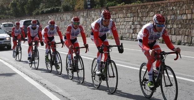 codice della strada casco ciclisti