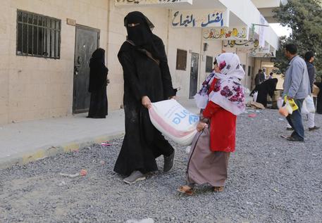 Yemen, l'allarme di Oxfam: bambine cedute come spose in cambio di cibo