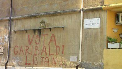 """Roma cancella la storica scritta """"Vota Garibaldi"""""""