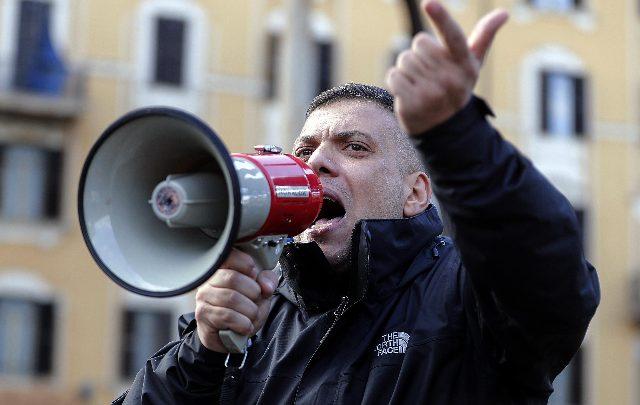 Roma, giornalisti aggrediti: arrestato leader romano di Forza Nuova