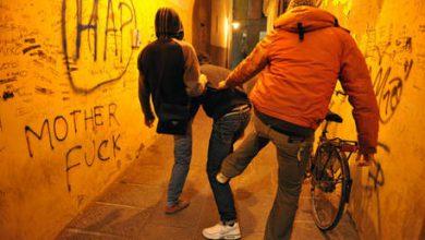 Napoli, ragazzini aggrediscono rom