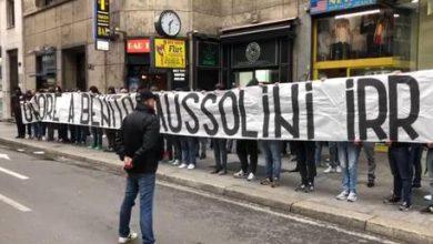 Milano striscione fascista
