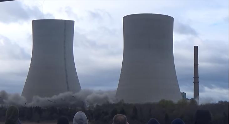 Massachusetts, crollo torri centrale a carbone