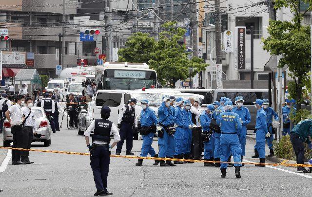 tokyo accoltellamento bus bambine
