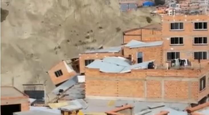 Bolivia, frana distrugge case