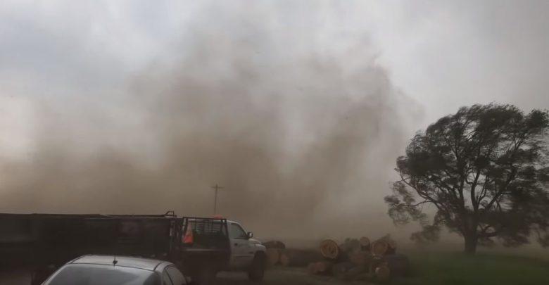 dentro tornado video