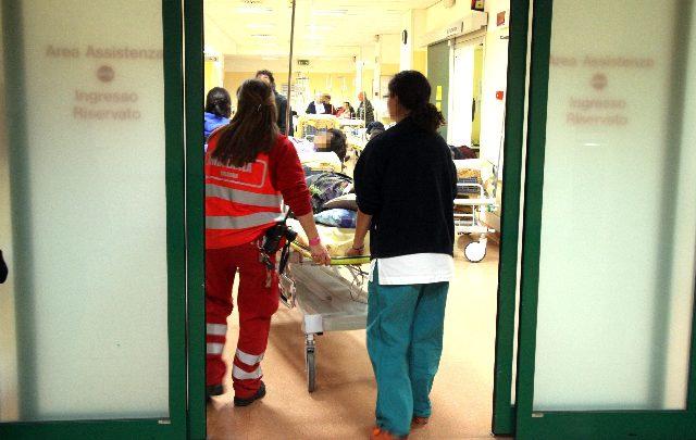 infermieri sorpresi a dormire