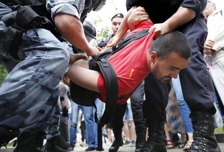 Russia, marcia in sostegno del giornalista Ivan Golunov