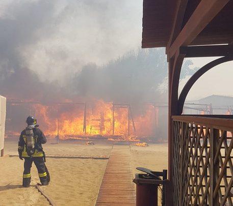 catania incendio playa