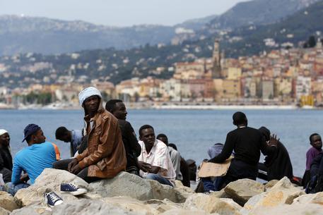 Migranti mentone confine francia italia