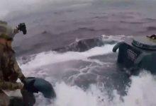 Usa agenti federali all'arrembaggio del sommergibile