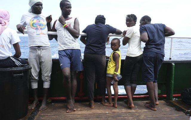 migranti mare jonio