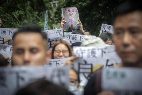 Hong Kong insegnanti in marcia
